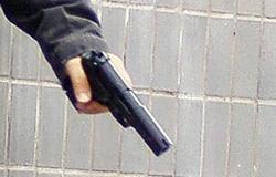 В Николаеве трое малолетних неудачников с помощью пистолета пытались ограбить бармена в кафе