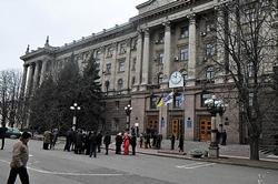 УЧИТЕСЬ! Сессию Николаевского горсовета снова пикетировали горожани (Фото, Видео)