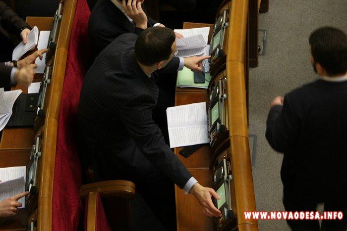 Вчера в Верховной Раде регионалы снова занимались кнопкодавство (Фото)