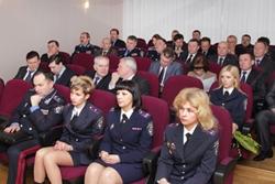 Министр внутренних дел Украины вручил награду стрептизёрше в погонах