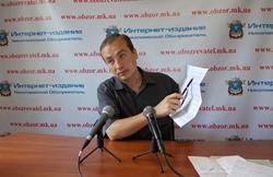 Николаевский правозащитник доказал, что Новоодесские чиновники не выполняют свои обязанности и даже не могут у себя под зданием навести порядок (Фото)