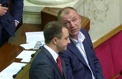 Как народный депутат Креминь и его помощник пытаются пропиариться на горе людей в Новой Одессе