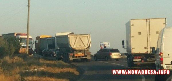 При въезде в Новую Одессу столкнулось три автомобиля (Фото)