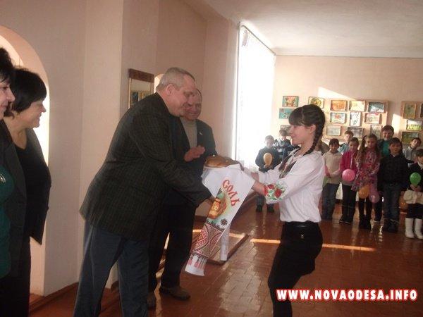 Ещё одна школа в Новоодесском районе получила школьный автобус (Фото)
