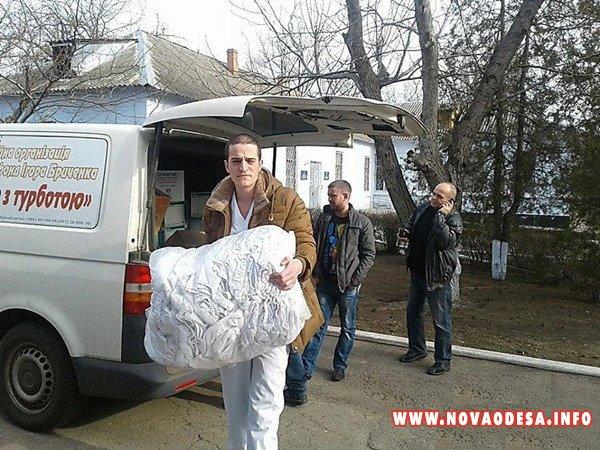 В Николаевской области, нардеп Бриченко раздавал очки, которые вредны для здоровья (Фото)