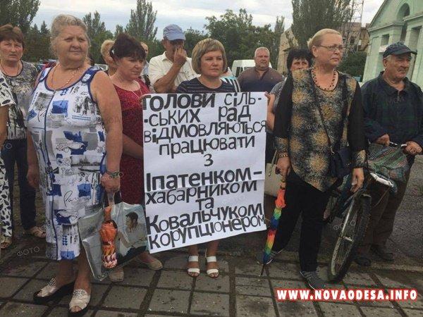 В Новой Одессе жители провели митинг против главы райсовета Ипатенко и его соратников (Фото)