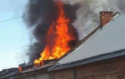 На Центральной улице Новой Одессы загорелся дом