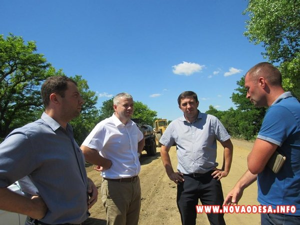 В Новоодесском районе продолжается ремонт дорог (Фото)
