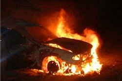 И снова разъярённые горожане сожгли автомобиль очередному судье