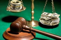Николаевские адвокаты обвинили своего коллегу в коррупции и в домогательстве
