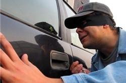 Если вы направляетесь на личном автотранспорте в Николаев, то не оставляйте  свои личные вещи в салонах автомобилей, чтобы не стать жертвой автоворов